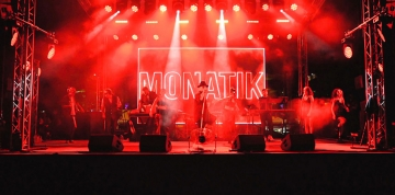 King Monatik в Queen Country Club